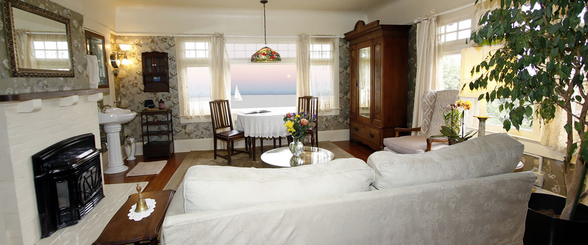 monterey bed and breakfast, borogove room, dining table with ocean views