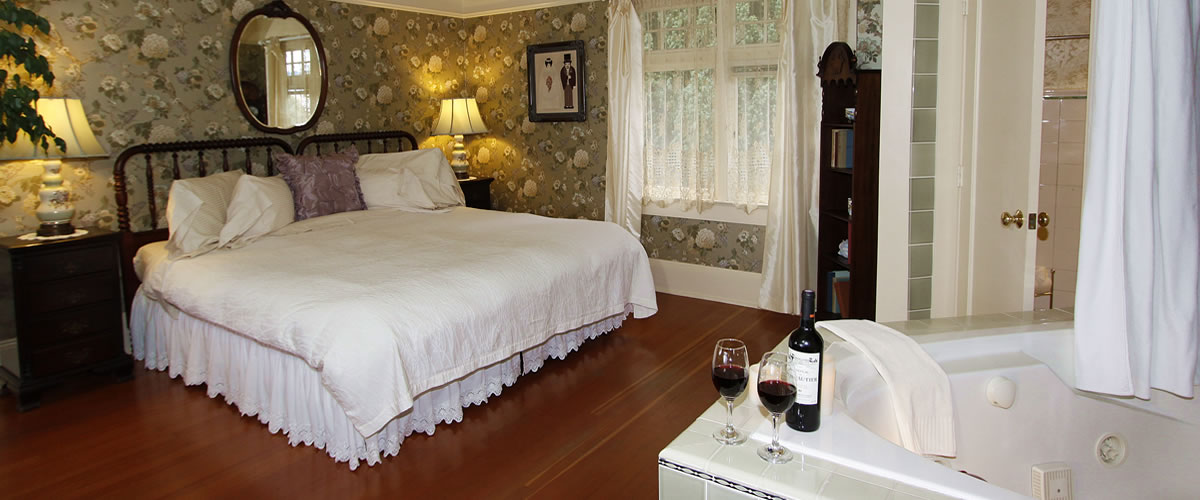 monterey bed and breakfast, borogove room, bed and spa tub