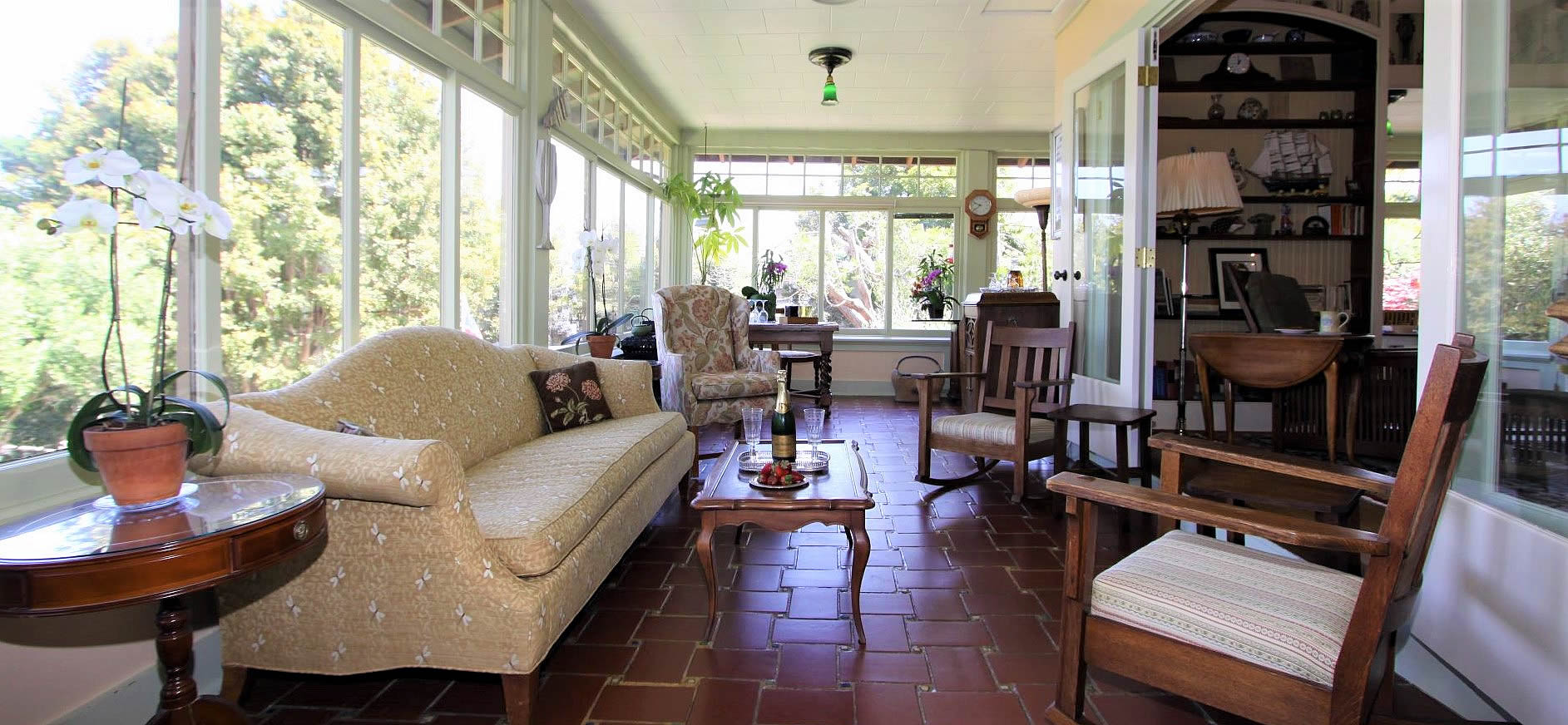 sun room at jabberwock inn monterey
