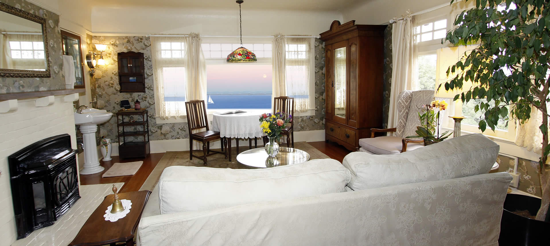 jabberwock inn monterey guest rooms with ocean views