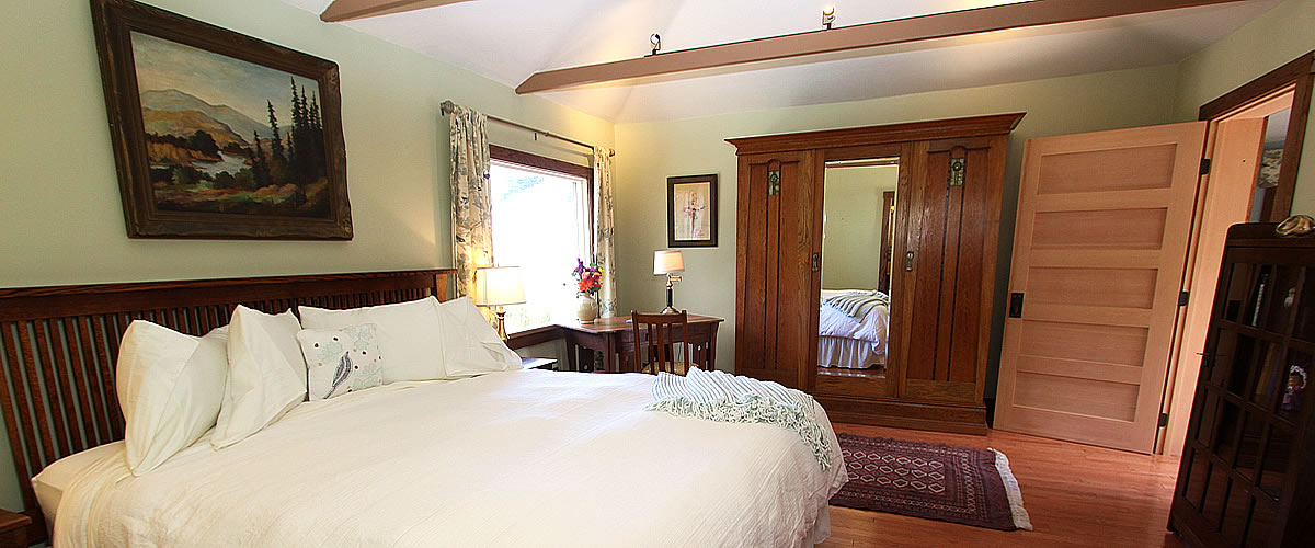 monterey bed and breakfast, tumtum tree cottage, bed, dresser and desk